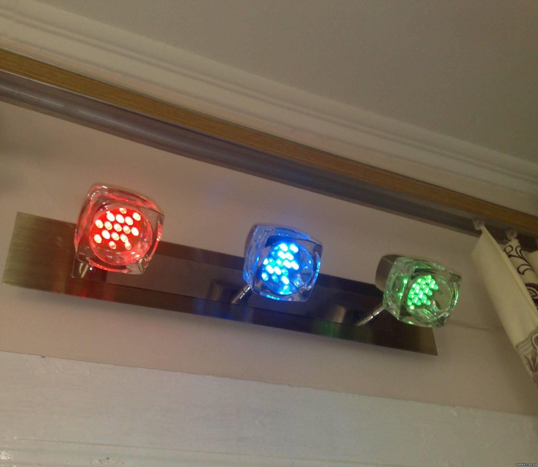 Смотрится не плохо)) Светодиоды покупал самые яркие, по яркости не устумают оригинальным галогеновым лампам...